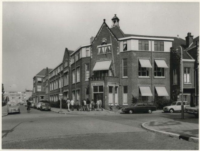 1973, Beeklaan hoek Mordestraat, gezien in de richting van de Hanenburglaan. 29b109cb-c54b-4ae0-b6b1-272fdedf5569.jpg
