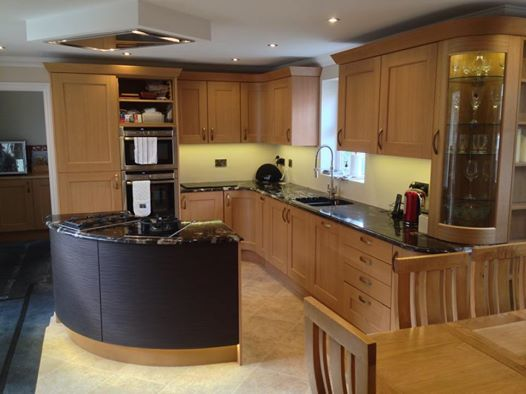 Bowfell Solid Oak Kitchen Installed In Turvey Bedfordshire This Kitchen Includes A Curved Display