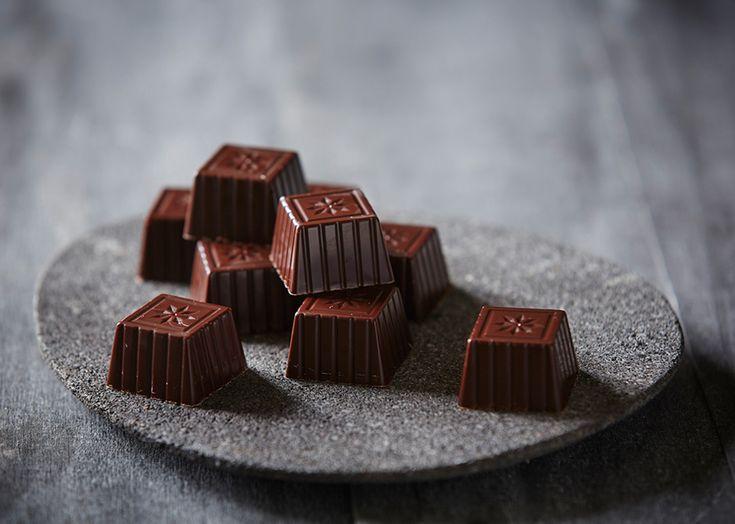 Hjemmelavede fyldte chokolader med hindbærtrøffel