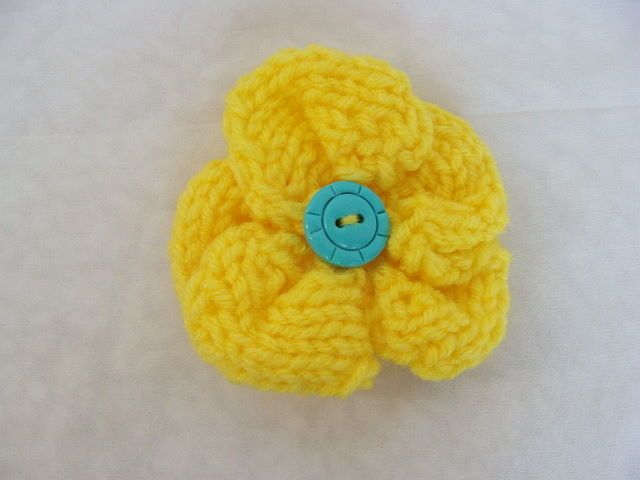 Easy Knitted Flowers Free Patterns : 68 best FLOWERS and POM POMS - KNIT & CROCHET images on Pinterest Croch...