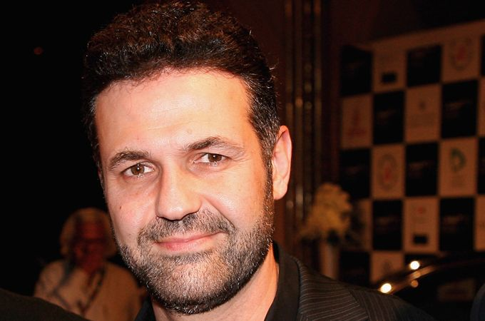the writing style of khaled hosseini Free essay: the writing style of khaled hosseini in a thousand splendid suns is  both sympathetic and disgusted he feels pity on those that.