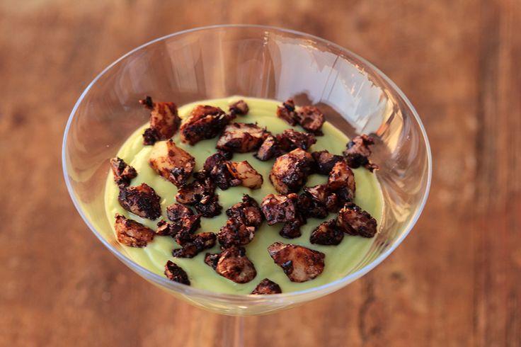 Aprenda a fazer uma musse de abacate e iogurte com castanhas crocantes | Mel e…