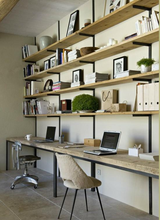 Enfilade bureau et étagères en bois sur équerres  noires - tout simple, mais réussi  #desk #wood shelves