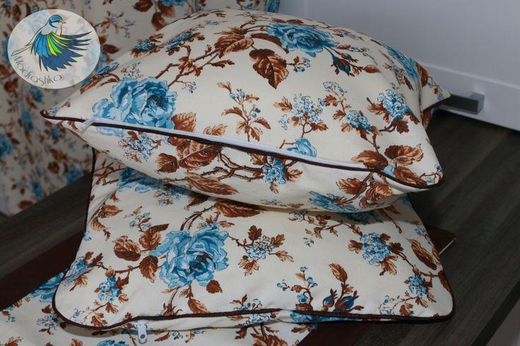 Rustkalne poduszki,  vintage, niebieskie róże, poduszki w kwiaty.