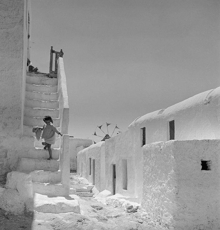 Voula Papaioannou, Mykonos, 1950-55 © Benaki Museum Photographic Archive