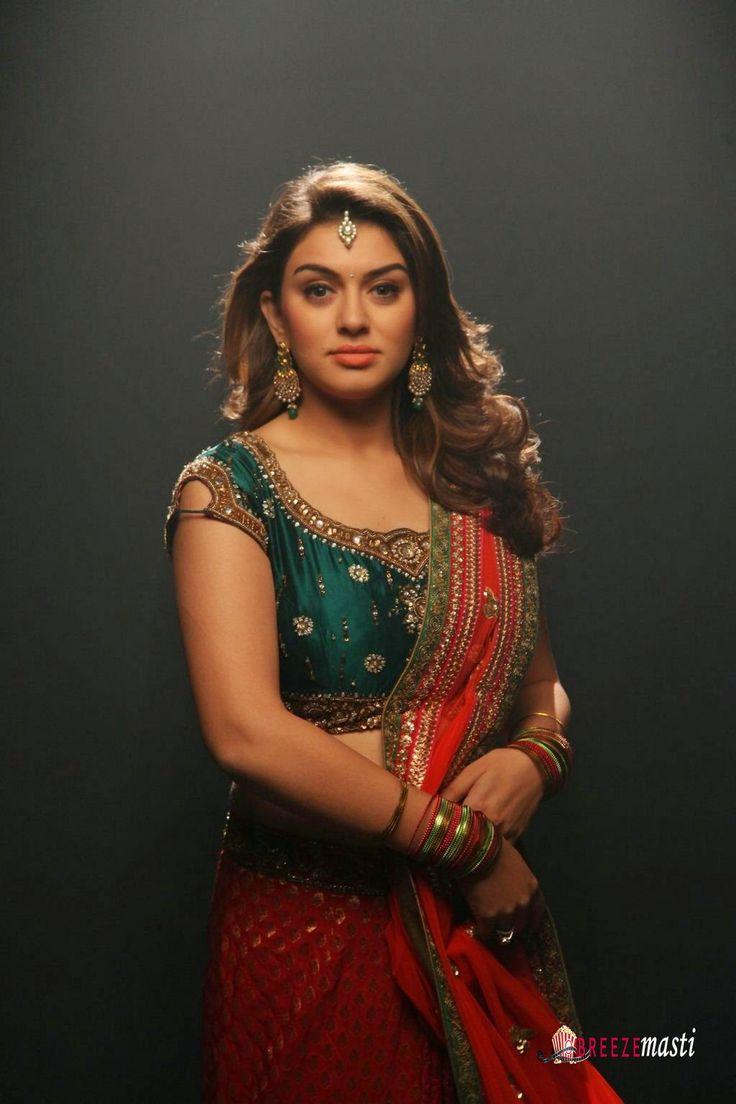 Hansika-Motwani-half-saree-stills-in-Romeo-Juliet-movie-3
