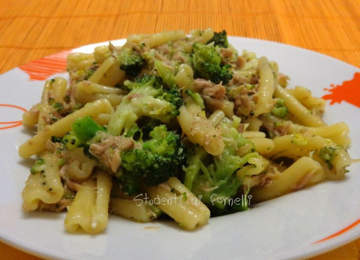 Le casarecce con broccoli e tonno sono un primo piatto sano e gustoso da preparare al volo per un pranzo veloce ma genuino. Broccoli e tonno è un..