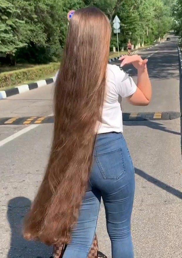 Video Extreme Hair Anzhela Reallylonghair Extreme Hair Long Hair Styles Thick Hair Styles