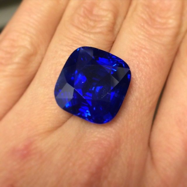Today's #Geneva Magnificent Jewels sale saw a #worldauctionrecord for a Kashmir #sapphire, which sold for $7,357,999/CHF6,885,000. #nofilter #ChristiesJewels