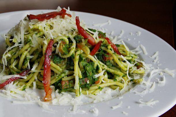 Špagety so špenátom a parmezánom