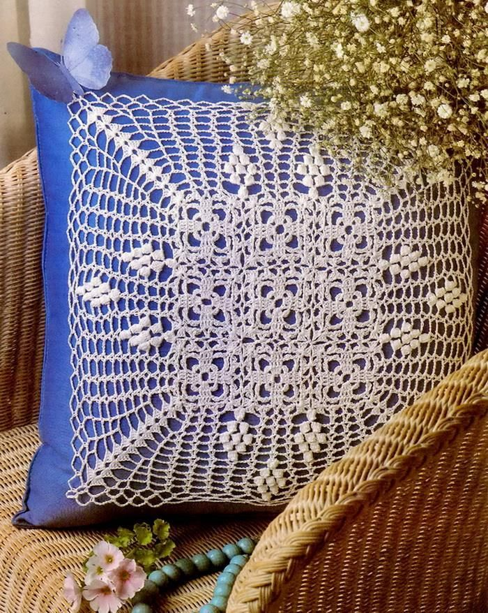 Using crochet doilies to decorate cushion covers is a great idea
