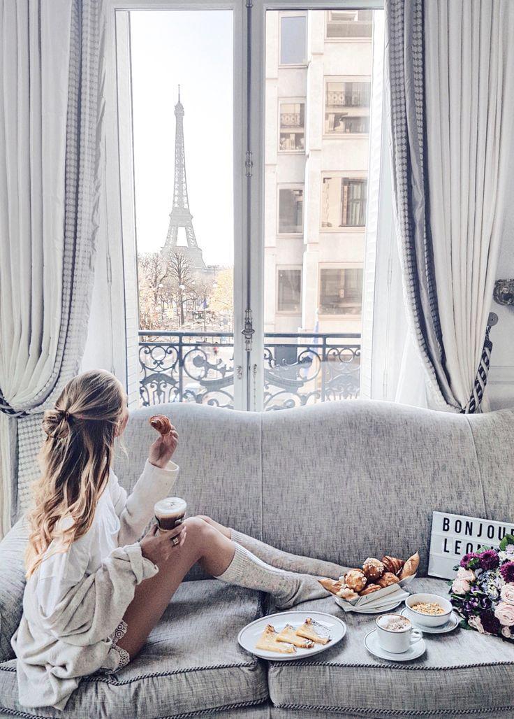 < relaxing in Paris >
