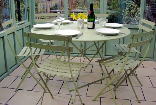 Fermob bistro set in willow
