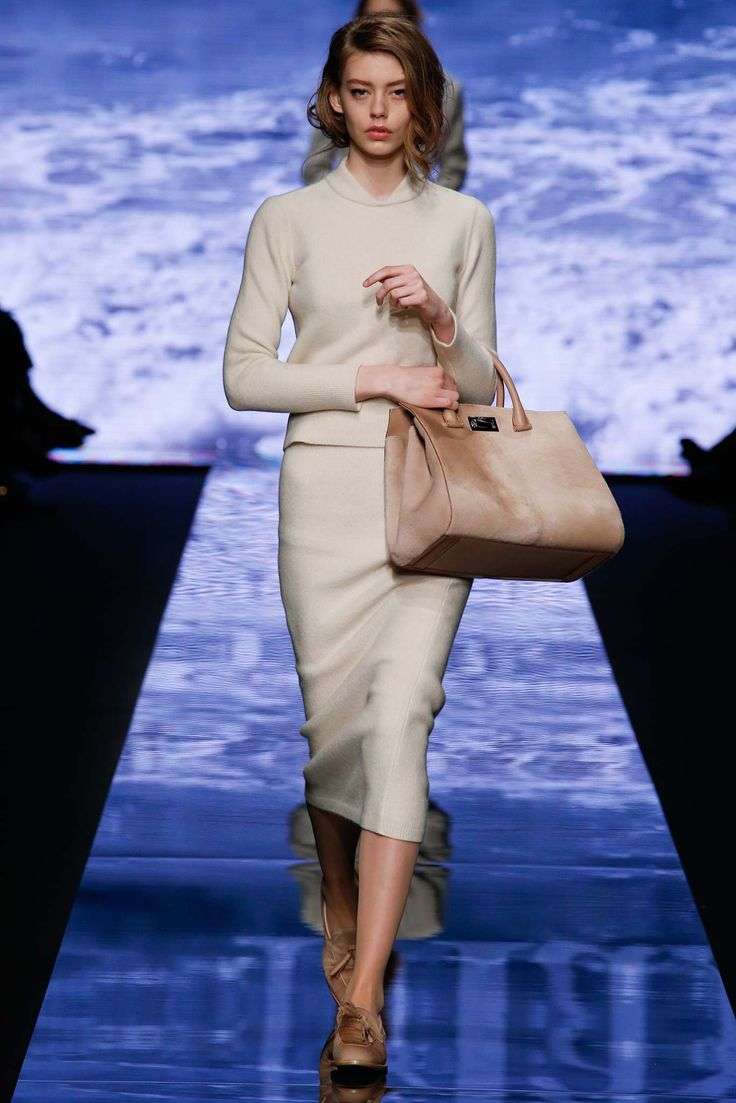 Max Mara Fall 2015 Ready-to-Wear - Collection - Gallery - Style.com