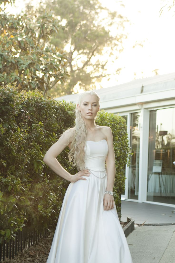 Why not choose a theme for your weddings?  This look reminds us of Daenerys from Game of Thrones