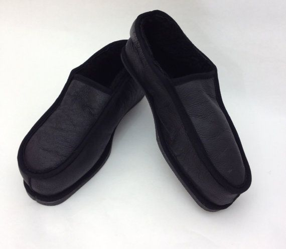Black genuine shearling slippers for men. by BeFur on Etsy, €21.50