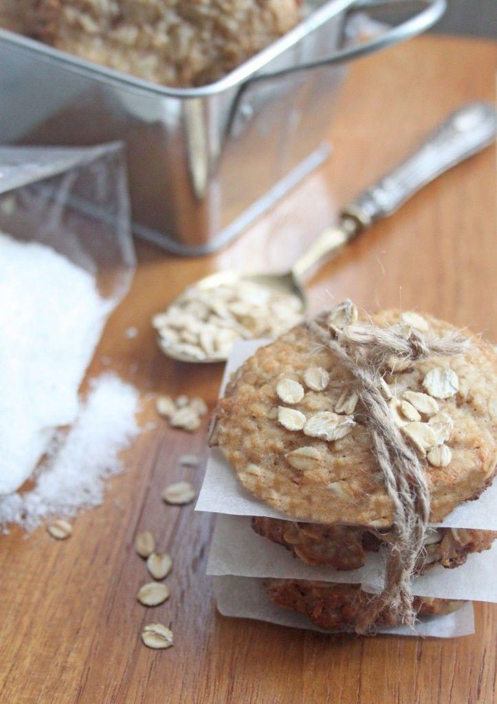 Biscotti avena e cocco.  http://dilycious.com/ricette/biscotti-avena-e-cocco/