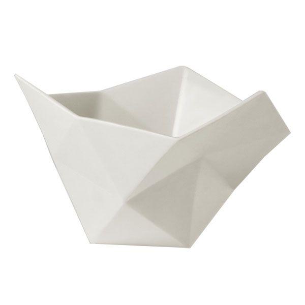 """Crushed kulhot suunnitellut Julien de Smedt kertoo esineestä: """" Crushed kulhot tuovat suuren mittakaavan arkkitehtuurin pienen mittakaavan esineisiin. Kulhot on muodostettu tasasivuisista kolmioista ja samojen sääntöjen mukaan, mitä käytämme tietokonemallintamisessa."""