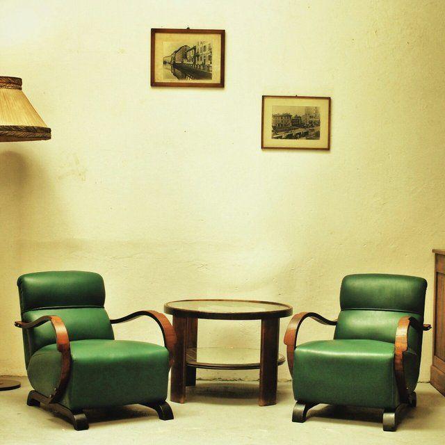 [1.800€] Salotto anni '40 che comprende divano e due poltrone. Originali e uniche. #magazzino76 #viapadova76 #milano #vintage #modernariato #antiquariato #design #industrialdesign #furniture #mobili #modernfurniture #sofa #poltrone #divani #arredo #arredodesign #salotto #anni40