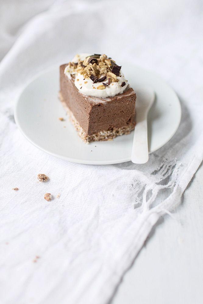raw breakfast cake combines granola and chocolate pudding, by VANELJA