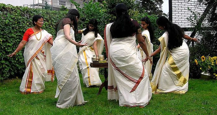 Tourist Attraction India: Onam Festival Images Kerala | Ladies dancing on festival