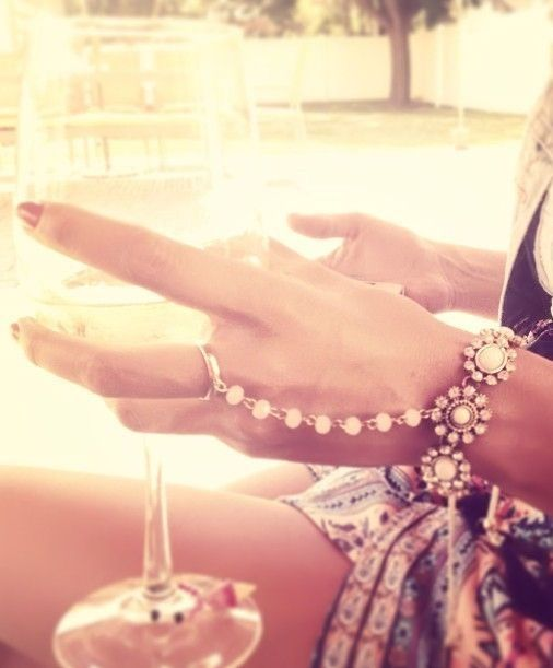 Love the Hand Chain Bracelet ♥