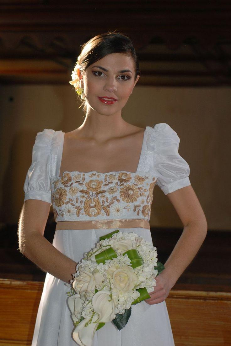 Matyó mintás menyasszonyi ruha/részlet