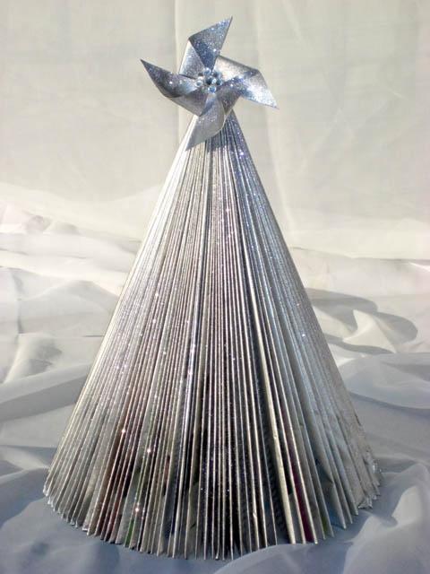 Thicker Magazine Tree: Xmas Trees, Diy'S Christmas Trees, Christmas Treee, Christmas Crafts, Magazines Trees, Magazines Christmas, Christmas Stars