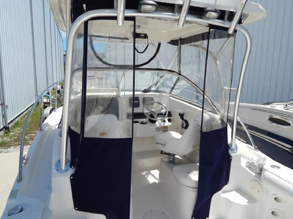 Boston Whaler 235 Conquest : acheter bateau à moteur / croiseur motorisé d'occasion - achat et vente