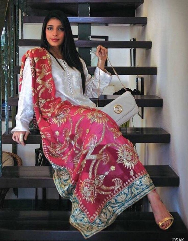 This looks like she took her mothers vintage bridal lehngha dupatta and paired it with a simple suit. Love the look! // Ansab Jahangir