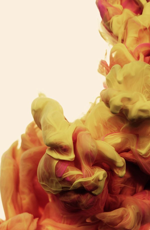 High-Speed photograph of colour ink on water by Alberto Emiliano Seveso.