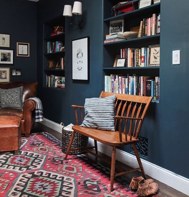 Feeling very cozy as the weather finally dropped below 75 this morning. Hello, fall. Glad you chose to finally show up. @tessaneustadt (from the project called 'Spanish modern' house in my portfolio). Paint color (cause I know y'all are gonna ask) is Hague blue from @farrowandball #empastprojects