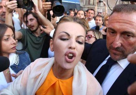 Berlusconi girl gefickt und