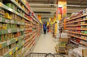 LES VOEDING. (eerste graad) Vanwaar komt toch al dat voedsel? Dat vraagt Simon uit Brazilië zich af, wanneer hij in de supermarkt rondloopt.