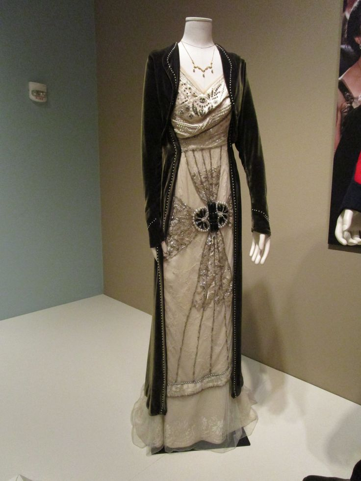 2016-08-26 Taft Museum Downton Abbey Exhibit - Cora Crawley's ivory silk evening gown and velvet green jacket, embellished with rhinestones, pearls, and seed beads (Season 2)