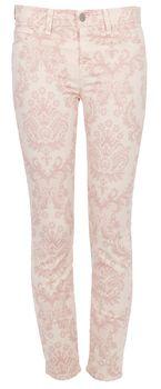 Stylishe Röhre mit romantischem Paisleymuster von J Brand. Die gemusterte Jeans im Five-Pocket-Style lässt sich durch einen Reißverschluss und einen silbernen Knopf schließen und hat Gürtelschlaufen. Die eng geschnittene Hose mit sommerlichem Print ist der Trend 2012!
