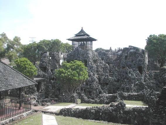 Menjelajahi Keindahan dan Sejarah Gua Sunyaragi Cirebon