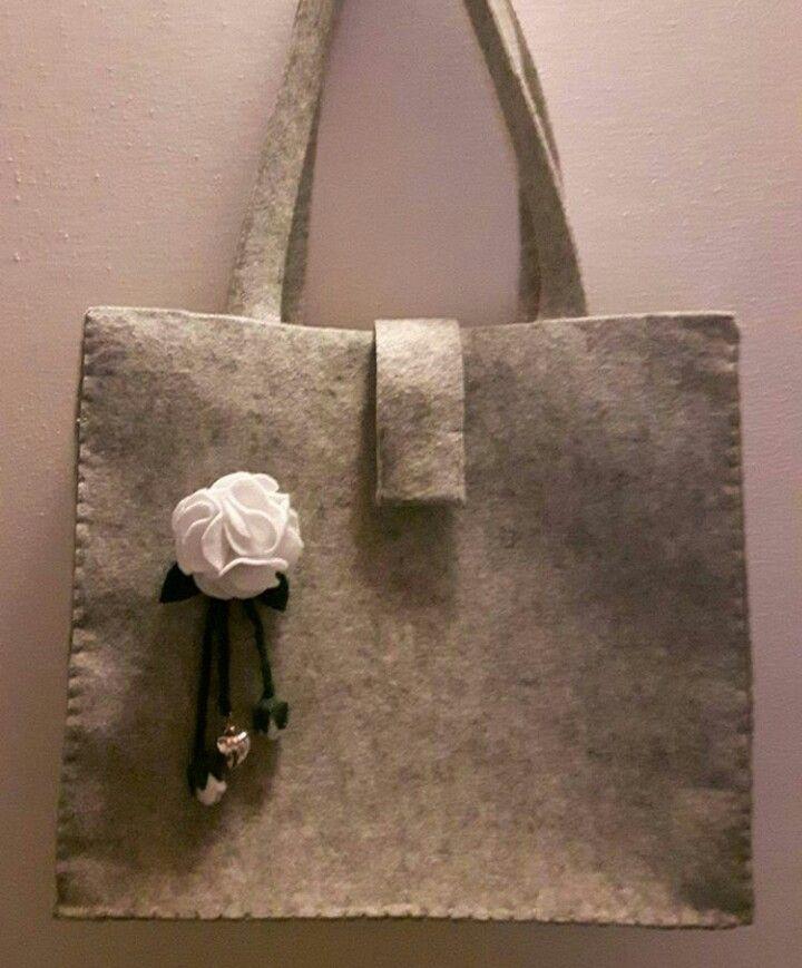 Borsa feltro grigio con fiore