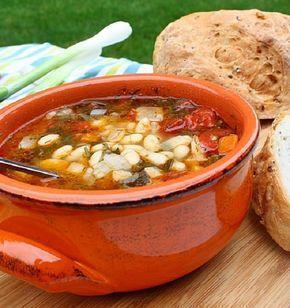 Kétszer szedős leves, csak hatalmas adagot érdemes készíteni belőle! Hozzávalók 4 személyre 20 dkg zöldbab, 20 dkg fejtett bab, 1-1 csokor zeller- és petrezselyemzöld, 1[...]