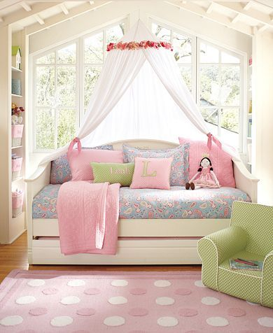If only girlchild's bedroom had such amazing windows...  It really doesn't.  I do love the idea of the netting and the daybed for snuggling up with a book as well as sleeping though.
