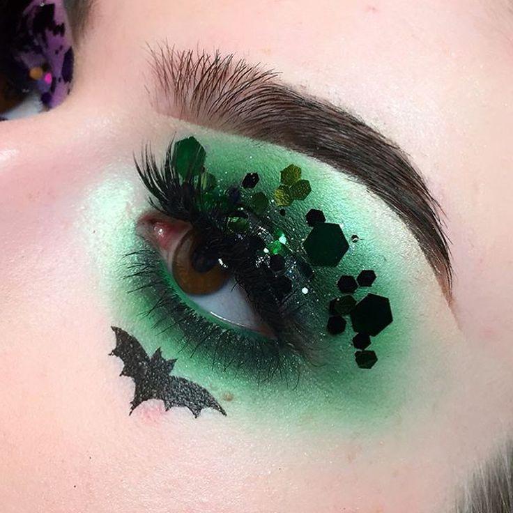 #glitter #halloweencostume #makeup #glittermakeup #beauty #makeupaddict #makeupo…