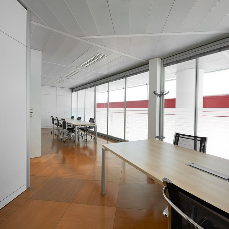 The Snam headquarters management offices in Milan provide a highly representative setting, with practical, modular Click meeting tables in wood and chrome, and Click manager and Revo desks and tables. The open-space areas are furnished with You-Eco white desks, perfectly coordinated with the movable partition walls and wall units of the Wallsystem collection.