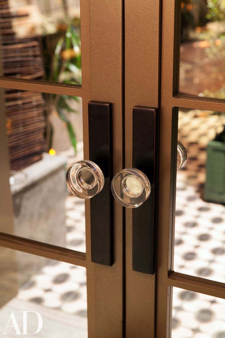 Crystal door knobs on french doors - Stretto Non Keyed Passage 1 1 2 X 11 With Modern Disc Crystal Knob Architectural Digest Greenroom At The Oscars Pinterest Crystal Knobs