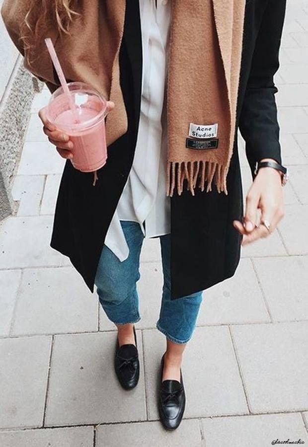 autumn outfit jean chemise mocassins écharpe