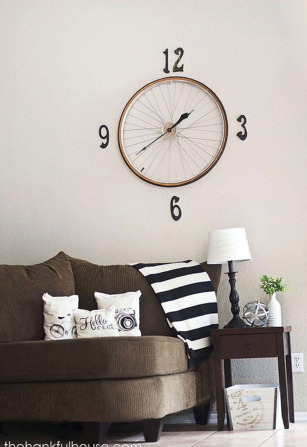 vintage bicycle wheel clock, home decor, repurposing upcycling, wall decor #vintagebicycles