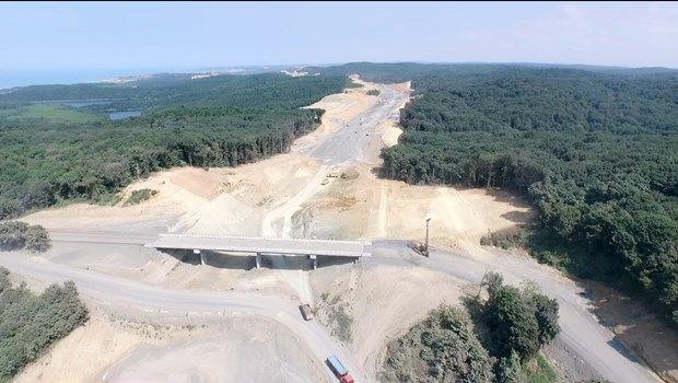 Üçüncü köprünün doğayı kazıyan özensiz yol inşaatı devam ediyor..