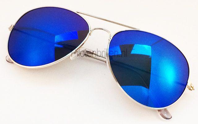 Piloten zonnebril met blauw gespiegelde glazen - ik moet er een hebben voor the USA