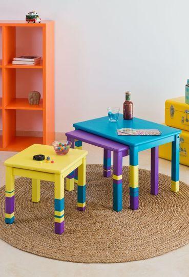 Relooking meuble : peindre une table basse gigogne avec du vernis coloré - CôtéMaison.fr