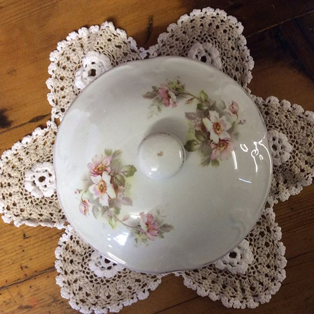"""$15 porcelain soap dish C1920's. Still has original liner. Perfect for adding a dainty touch of vintage to the bathroom vanity.  Aprox Diameter 14cm, ht 8cm. Comment """"SOLD"""" to purchase. Price is + postage or collect from Toowoomba. #oldwares #collectables #collectablesforsale #antiquesforsale #toowoombaantiques #vintagedecor #vintagedecorating #bathroomdecor #bathroomdecorating"""