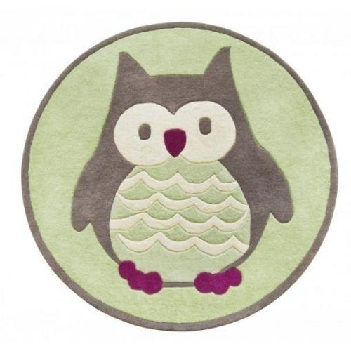 Deilig teppe i 100% ull med ugle-motiv. Teppet er 120 cm i diameter og er lunt og mykt for nakne barneftter. Motiv og farger passer like godt for gutter og jenter.